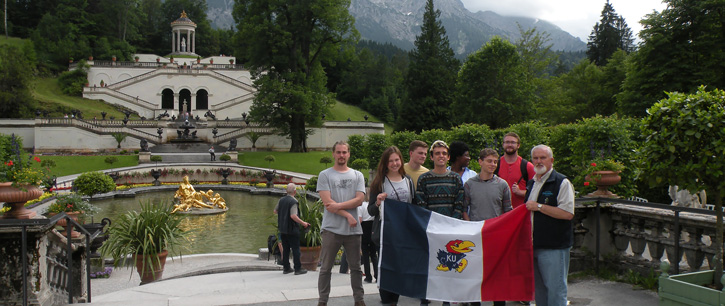 2016 students in front of the gardens of Linderhof Castle in Germany